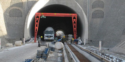 The Application of Self-Drilling Hollow Anchor Bar in IV-V Class Surrounding Rock Tunnel